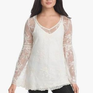 HP💝WHBM Cream Long Sleeve Lace blouse in xs